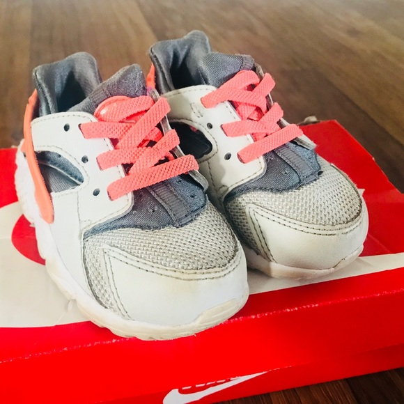 buy online a5be1 a04d7 Girl Toddler Infant Nike Huarache Sneakers